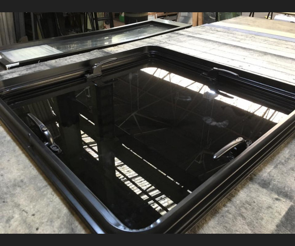 Universal Very Large Shooting Roof Hatch
