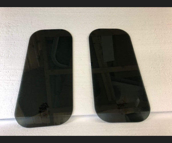 Landrover Rear Oval Privacy Glass
