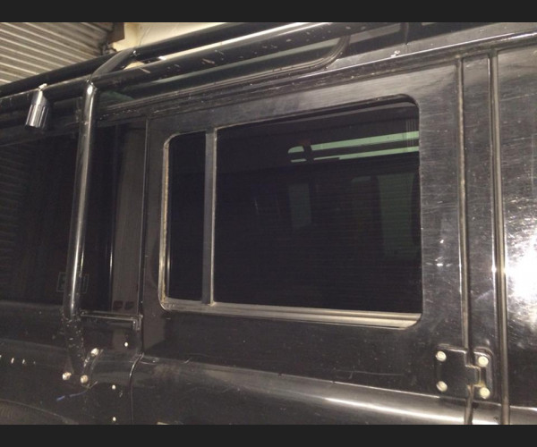 limo Tinted Defender 110 2nd Row Door glass set